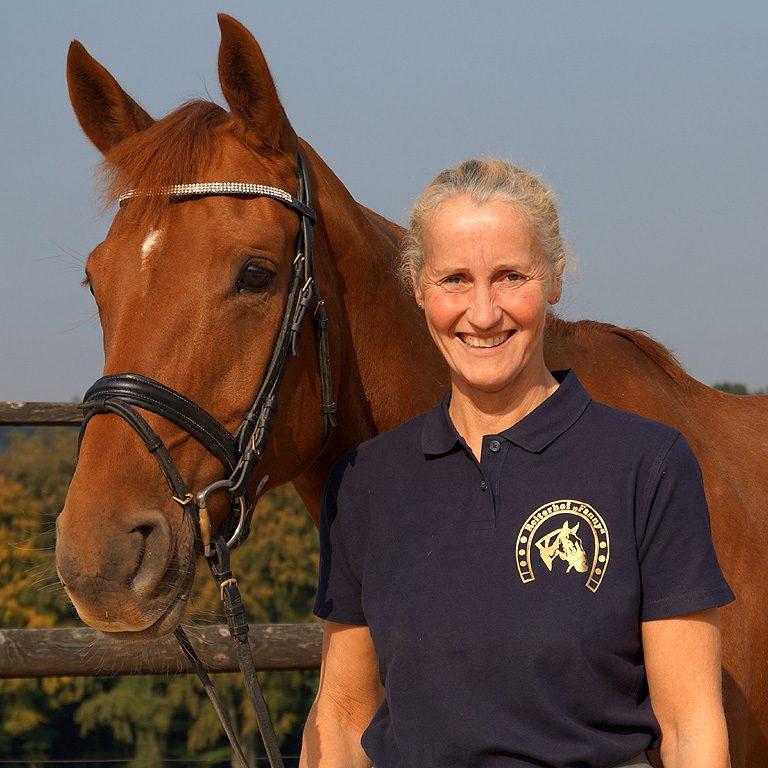 <b>Cornelia Gully</b><br> Pferdewirtin - Schwerpunkt Reiten